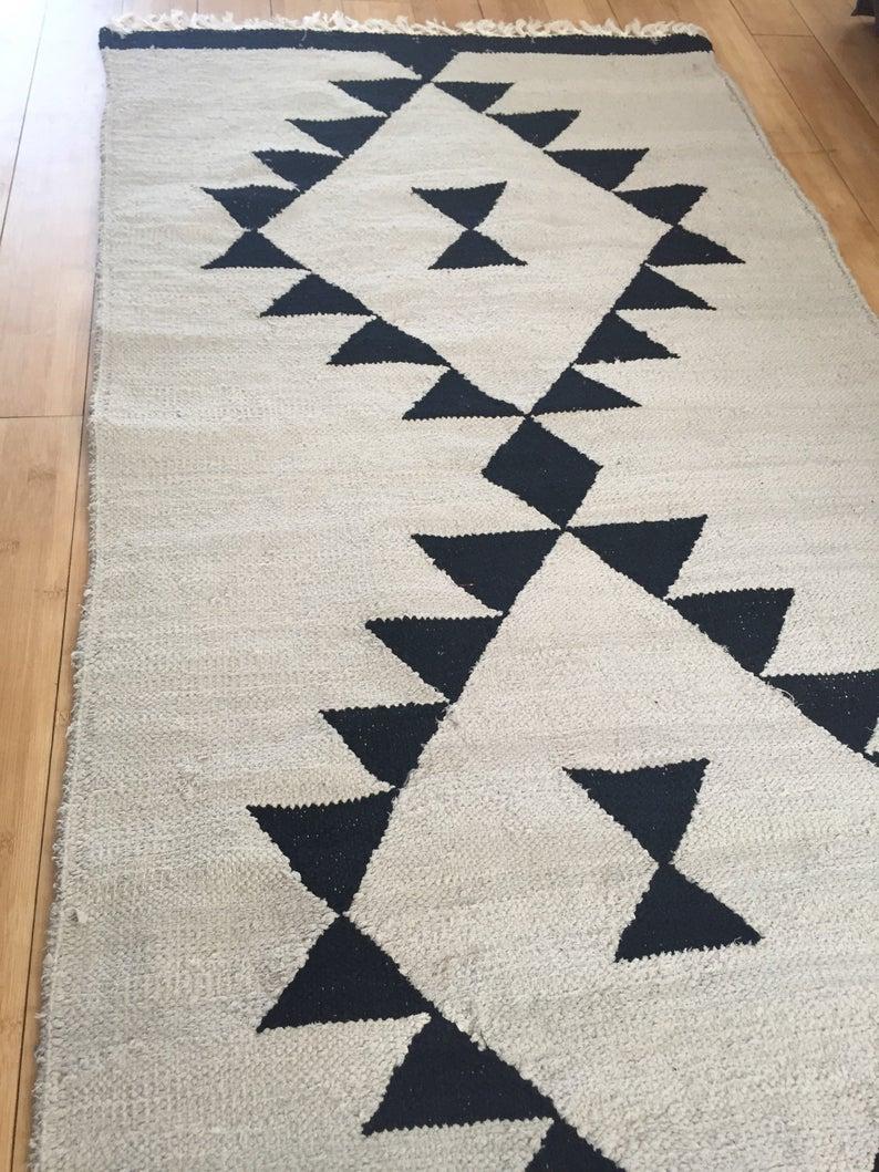 tapis motif tribal