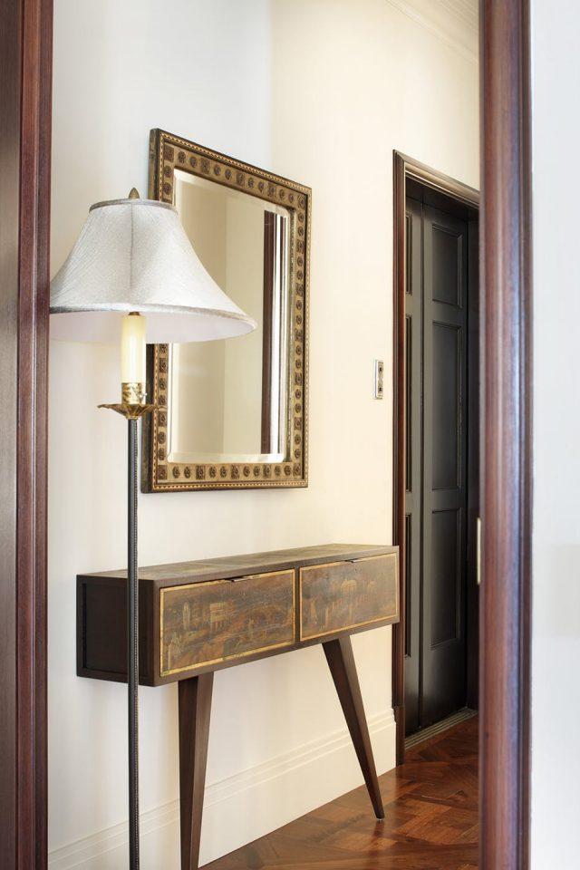 exemple décoration intérieure entrée -  miroir entree classique et simple