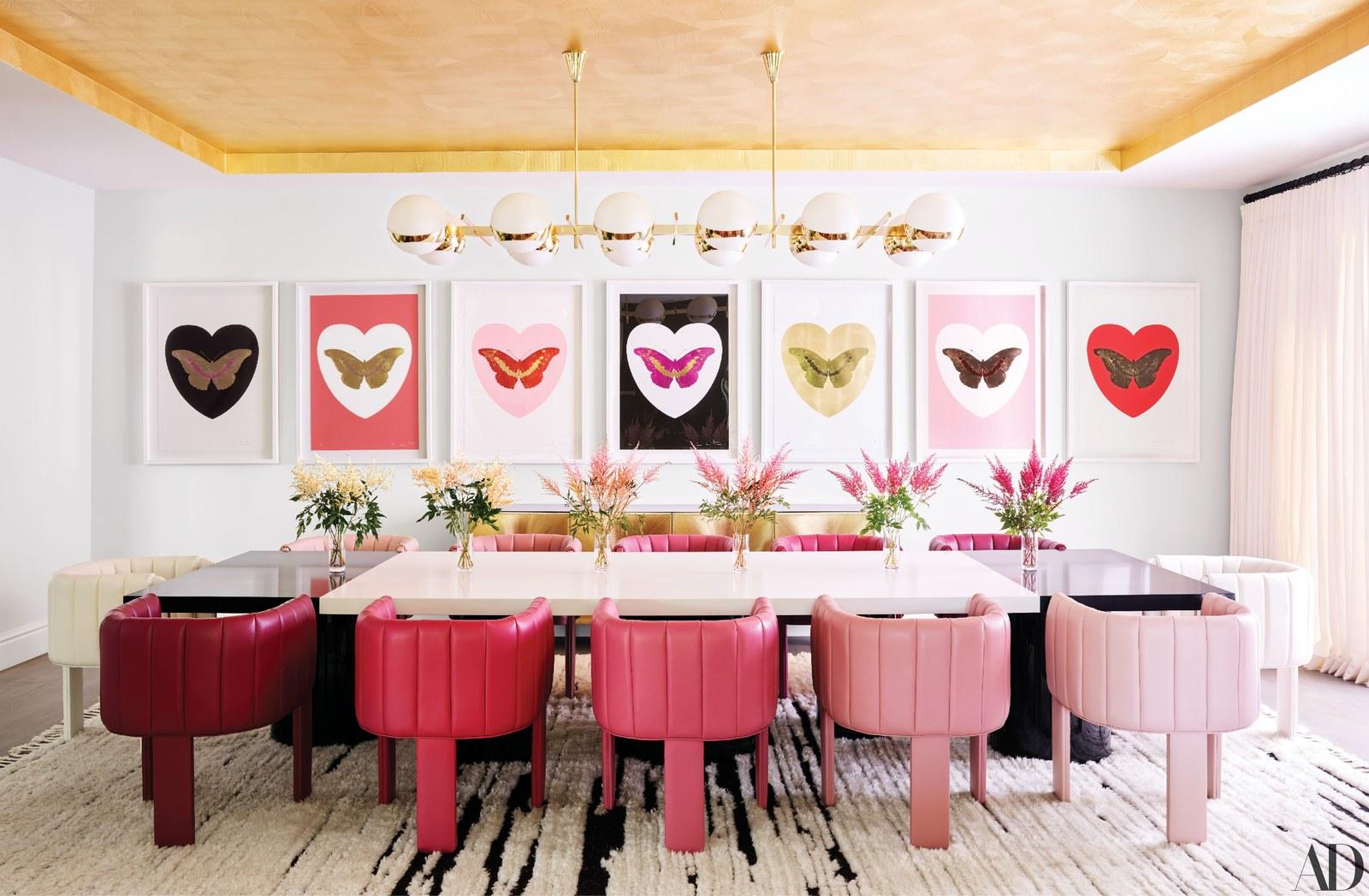 salle a manger ambiance feminine art mural deco