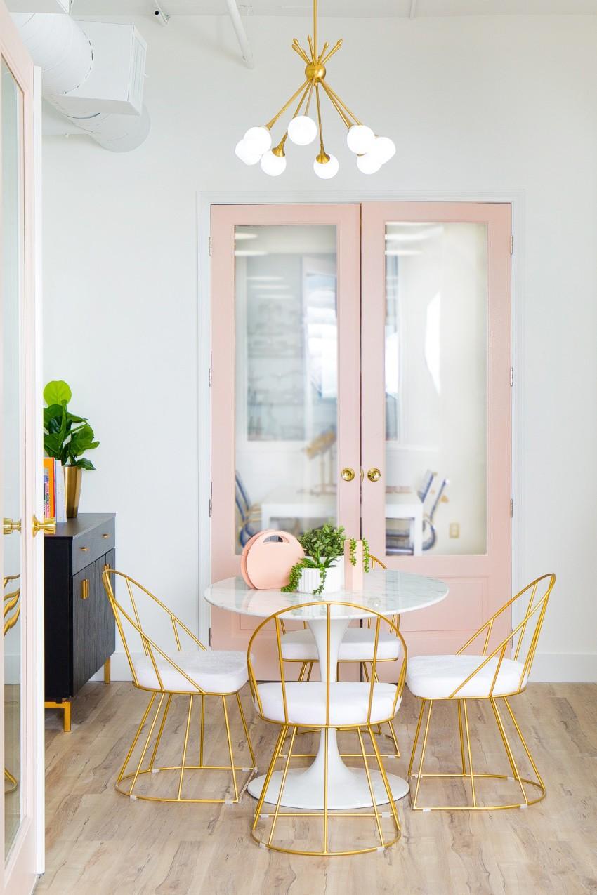 salle a manger elegante et feminine couleur rose blanc or