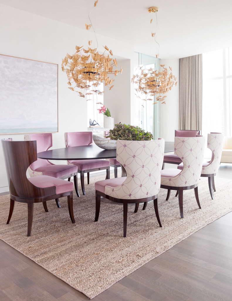 salle a manger elegante feminine couleur rose poudre
