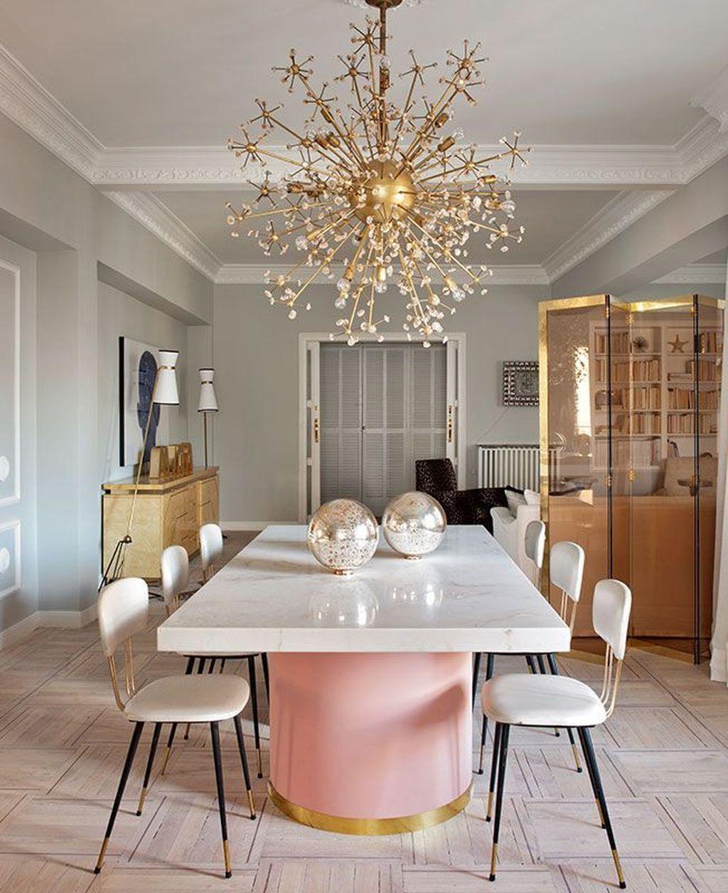 salle a manger elegante feminine rose blanc luminaire or