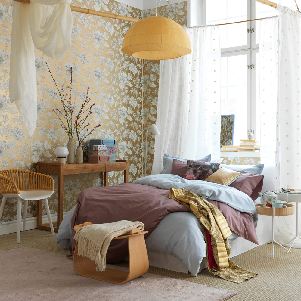 chambre deco elegante feminie papier peint or