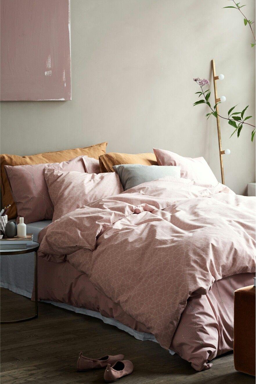 chambre deco elegante feminine linge de lit