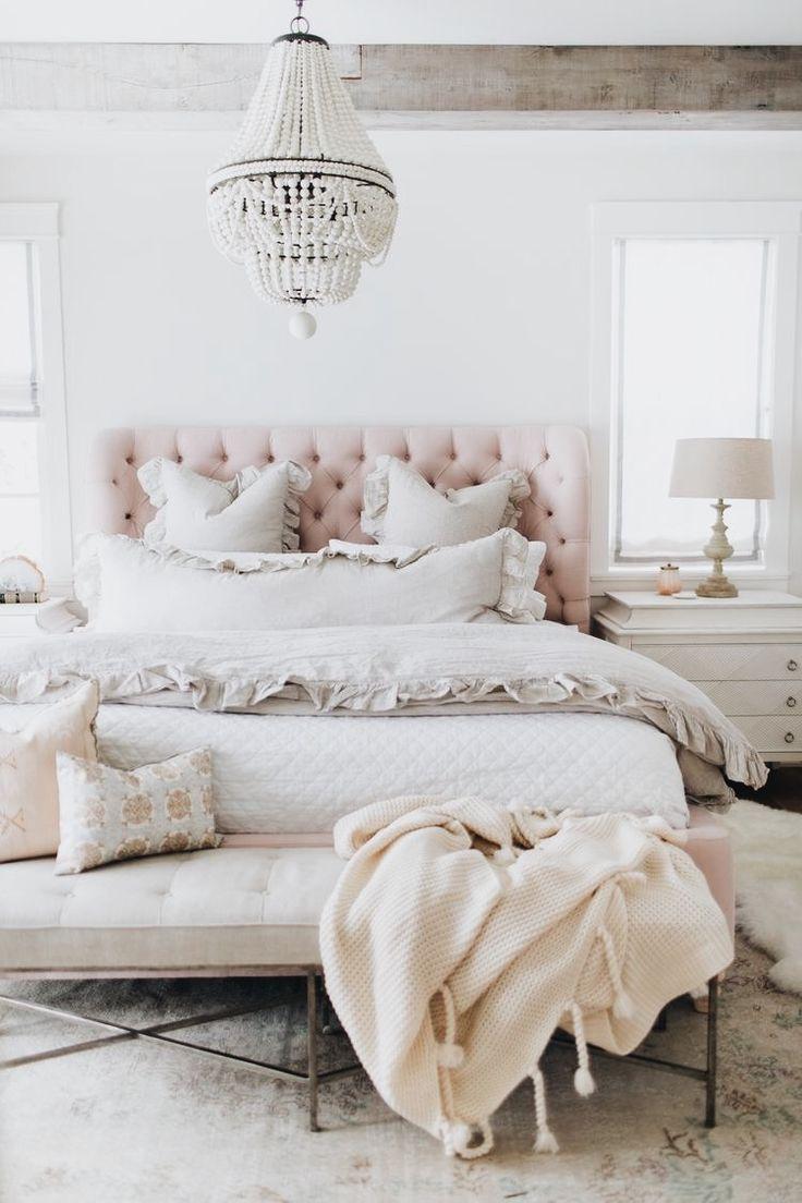 chambre deco elegante rose blanc capiton