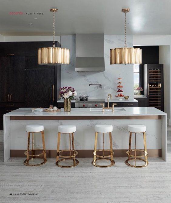 couleur or et blanc cuisine elegante