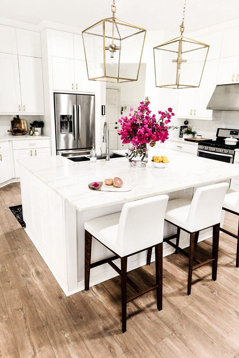 cuisine couleur or blanc lumineuse