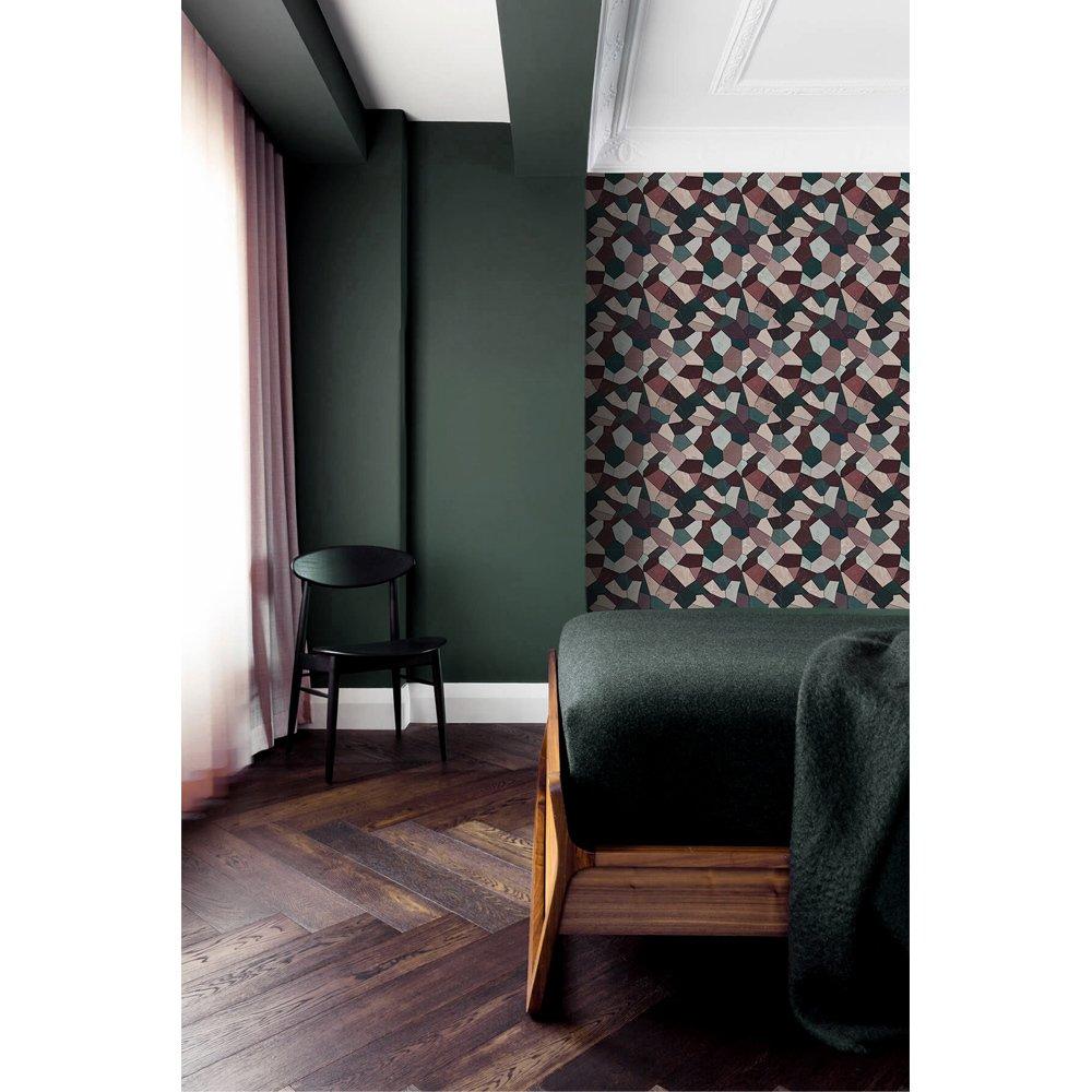 papier peint chambre motif graphique vert rose et grenat