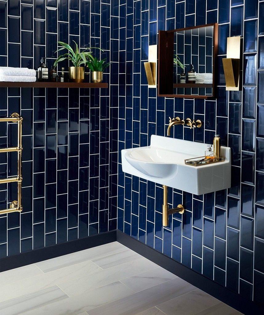 couleur sombre salle de bain carrelage mural bleu nuit