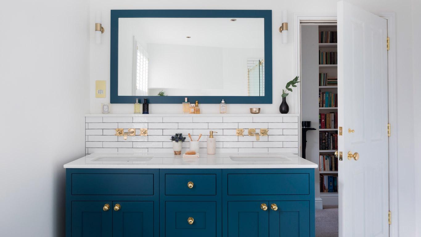 couleur sombre salle de bain meuble vasque bleu canard