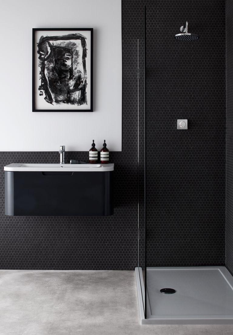 couleur sombre salle de bain noir et blanc