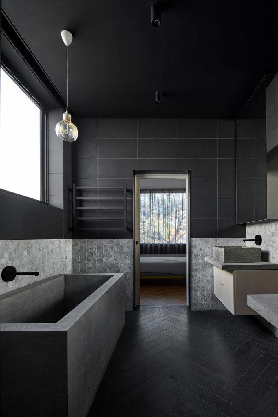 couleur sombre salle de bain noir et grise
