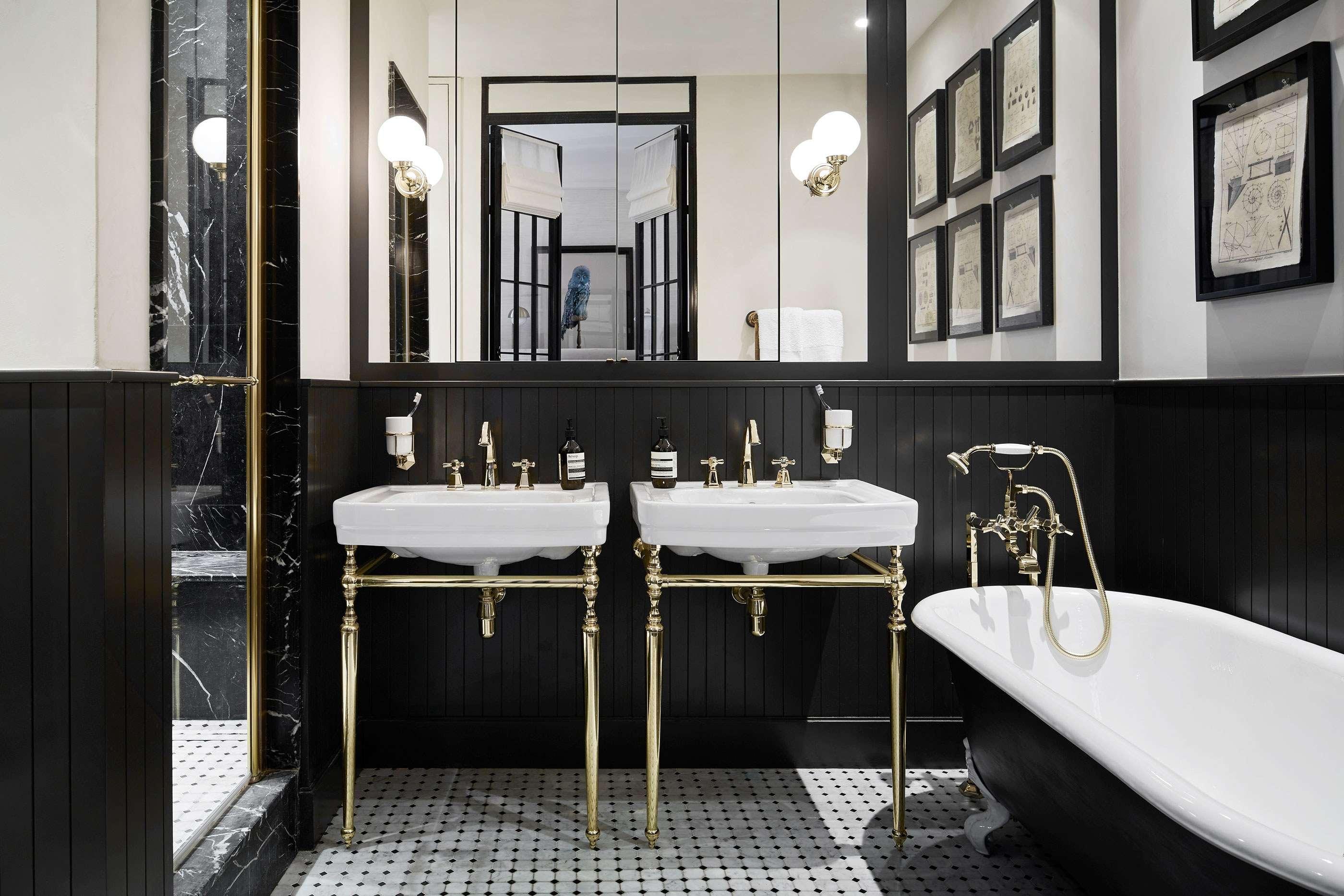 couleur sombre salle de bain noire elegante