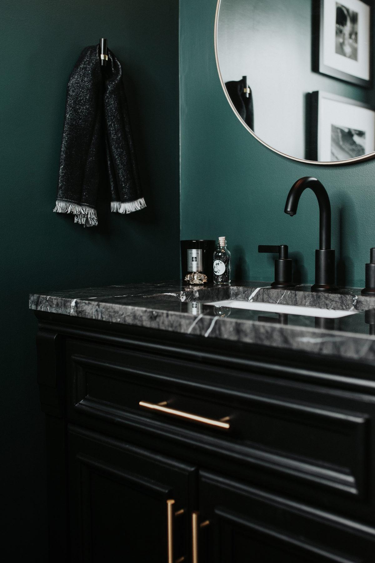 couleur sombre salle de bain peinture vert foncee