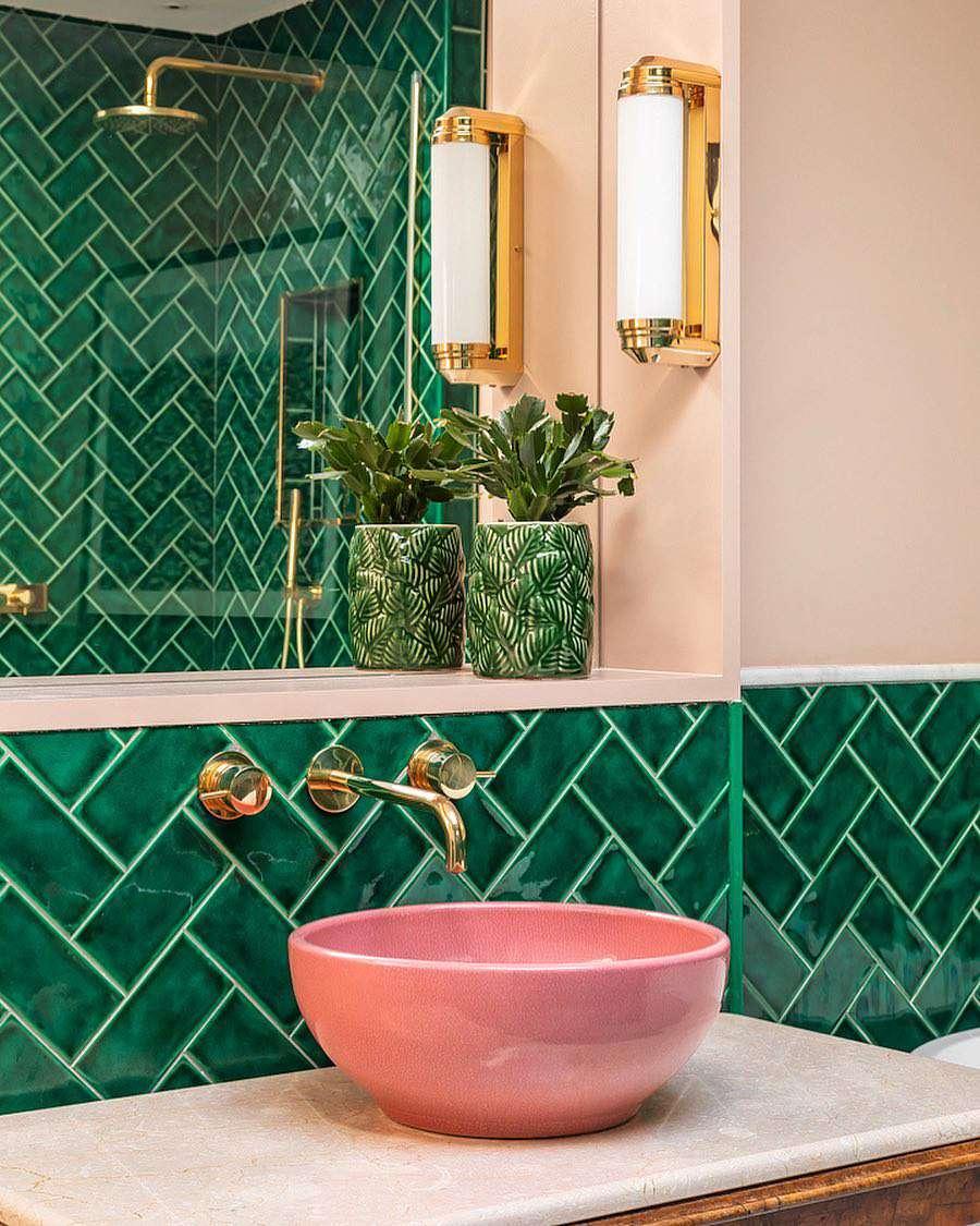 couleur sombre salle de bain vert carrelage mural