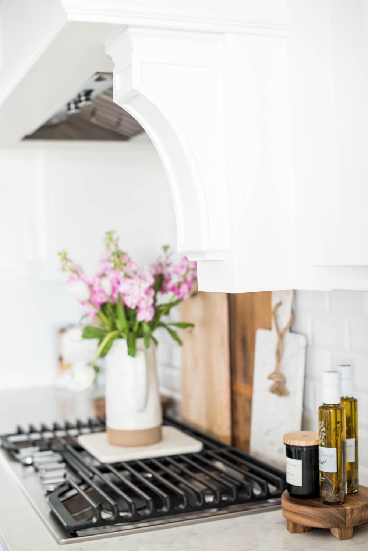 cuisine elegante feminine detail fleur
