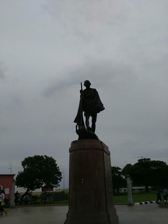 vie nomade chennai statue gandhi