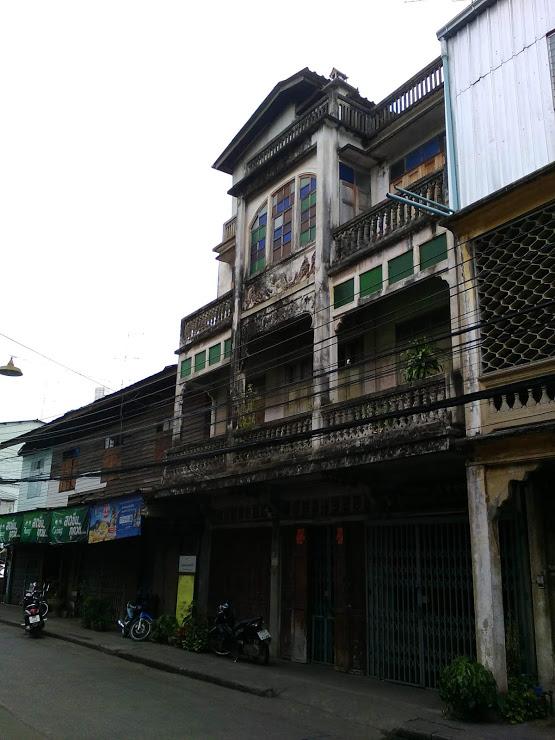 vie nomade kanchanaburi architecture ancienne