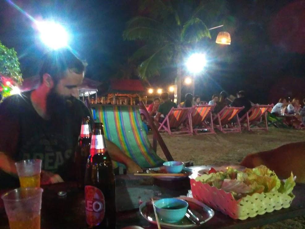 vie nomade kanchanaburi plage barbecue thai
