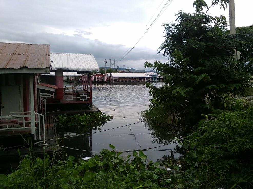 vie nomade kanchanaburi riviere bateau