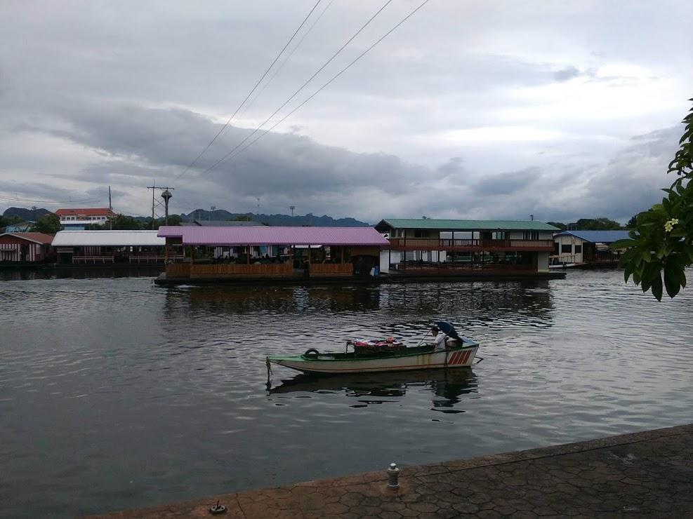 vie nomade thailande kanchanaburi maison bateau