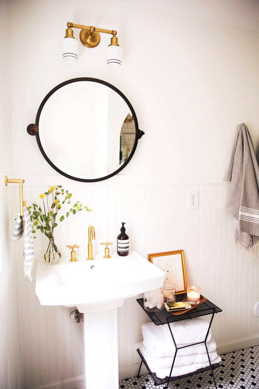 idee deco salle de bain blanc noir or