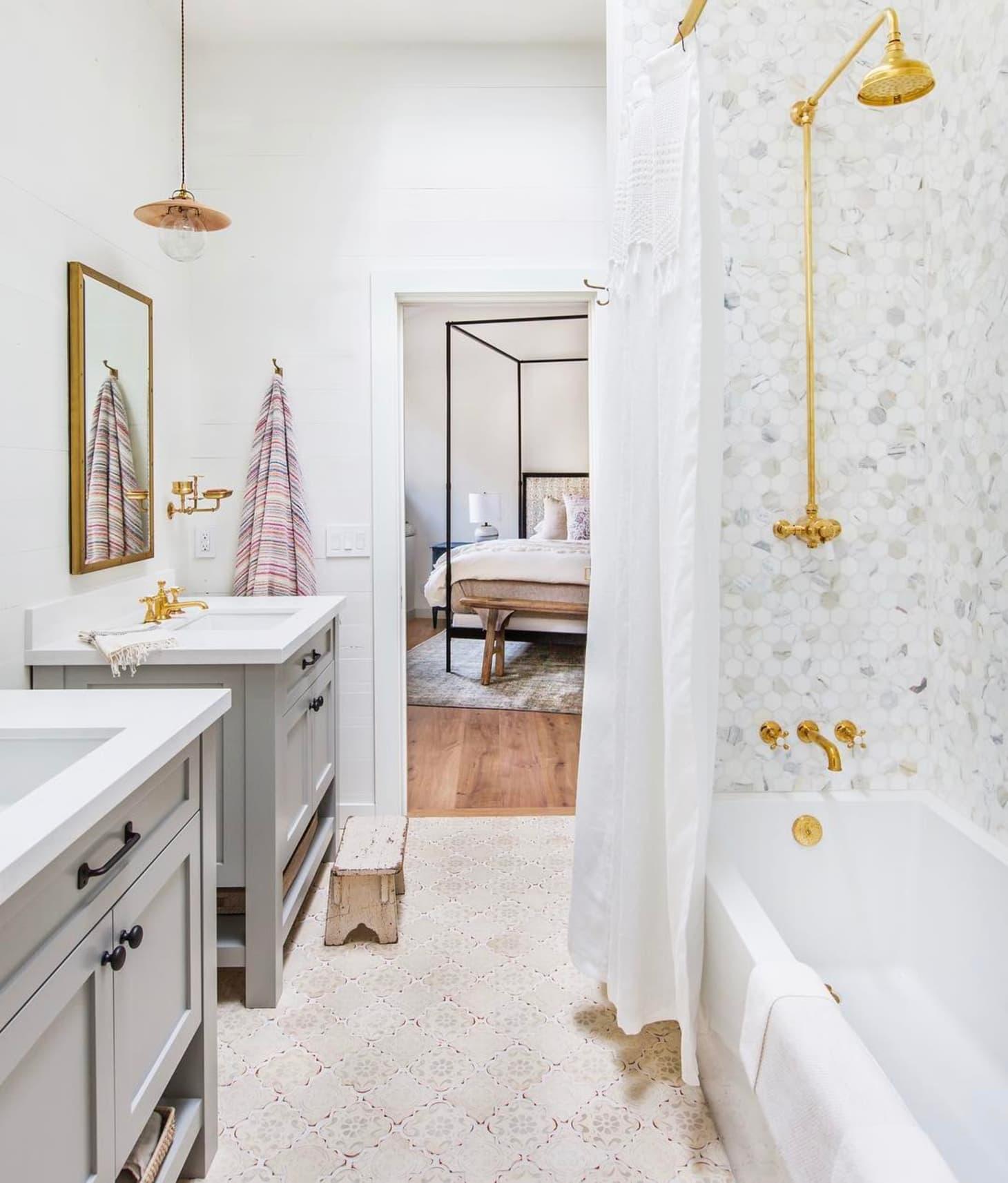 idee deco salle de bain feminine et lumineuse