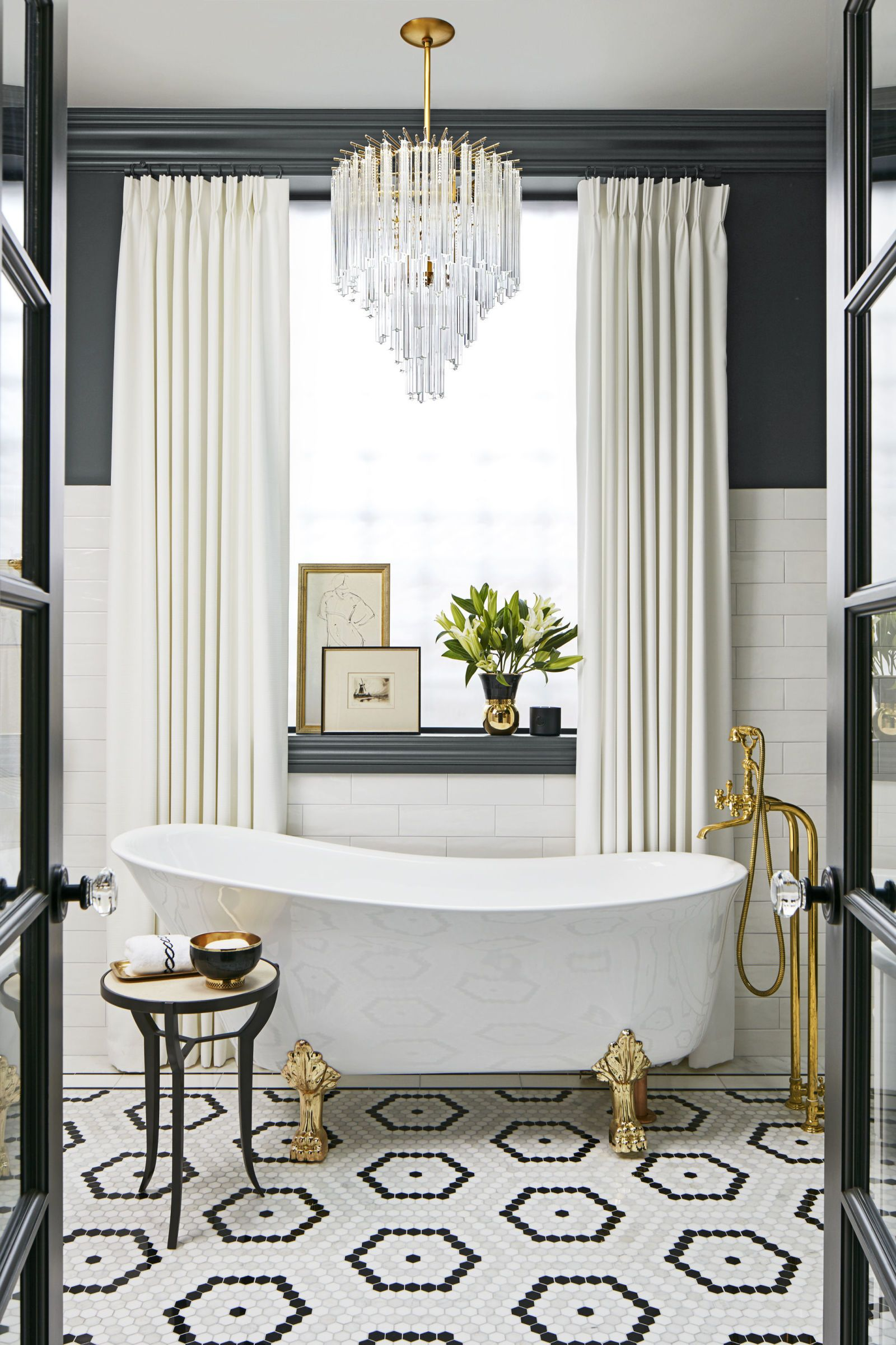 modern glam salle de bain baignoire