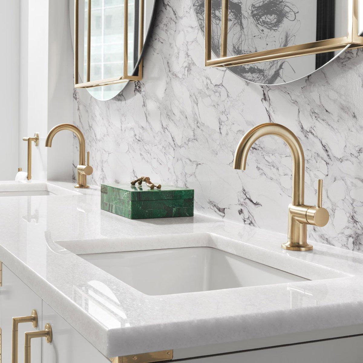 modern glam salle de bain robinet or