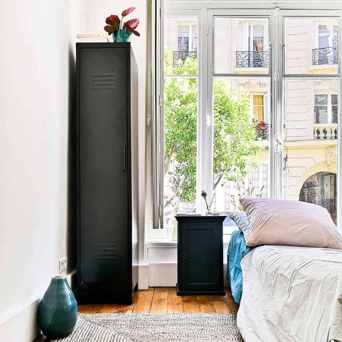 petite chambre vestiaire armoire
