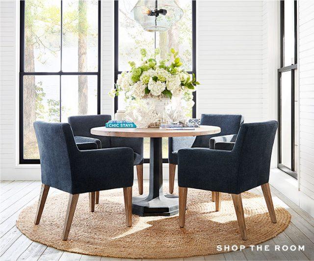 salle a manger bord de mer fauteuil tissus bleu idee
