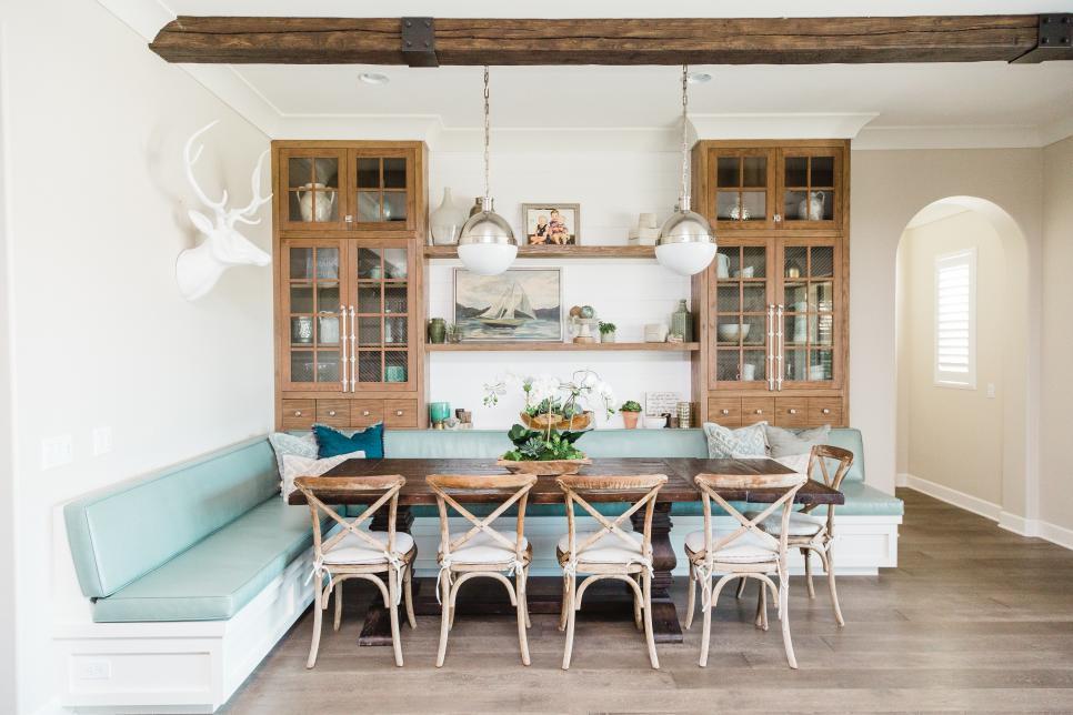 salle a manger deco bord de mer bois blanc bleu pastel