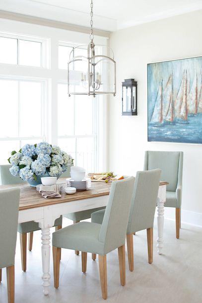 salle a manger deco bord de mer chaises tissus bleu pastel