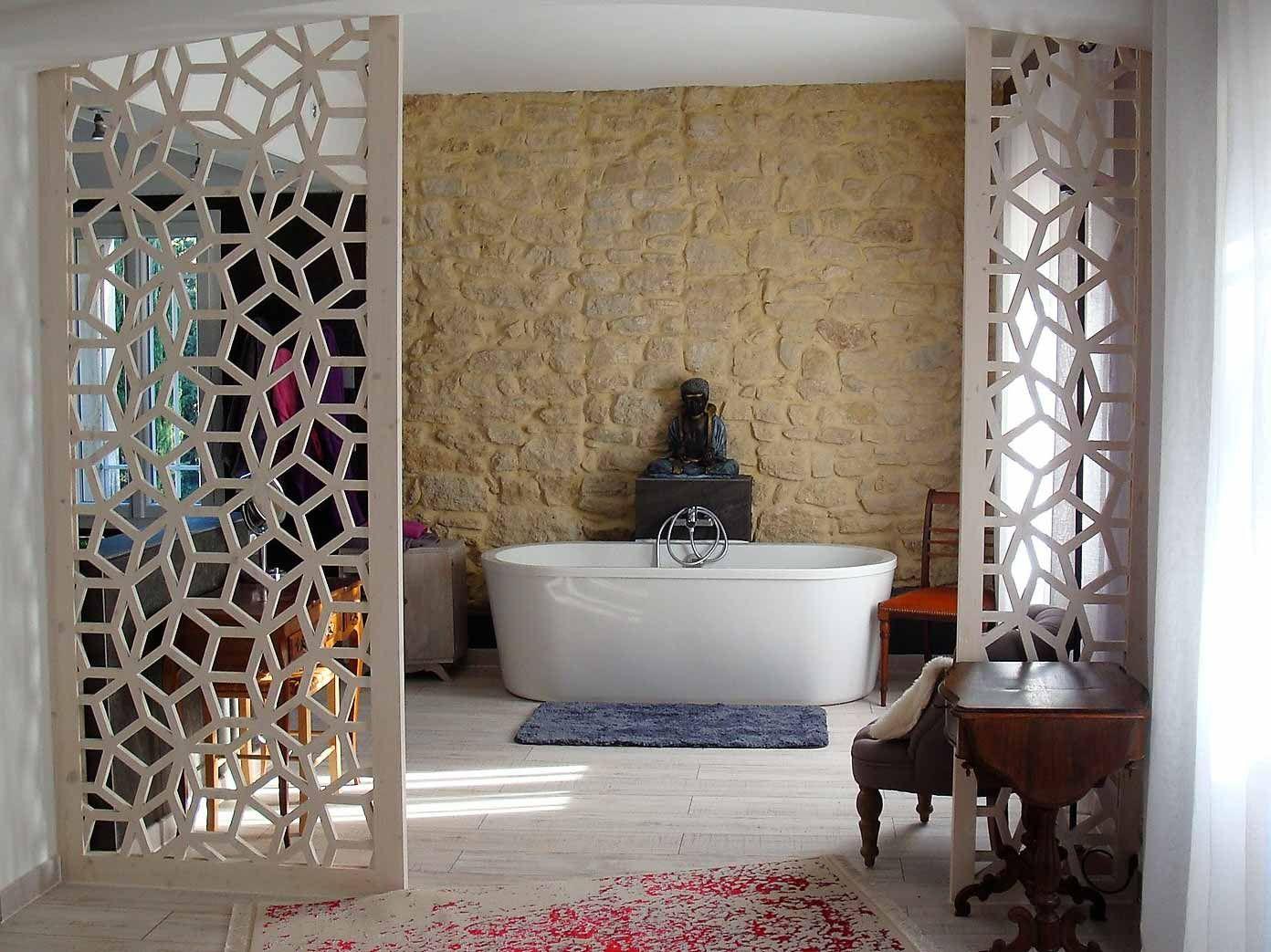salle de bain claustra bois motif geometrique