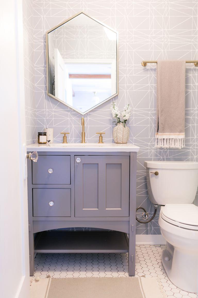 salle de bain feminine et elegante gris miroir