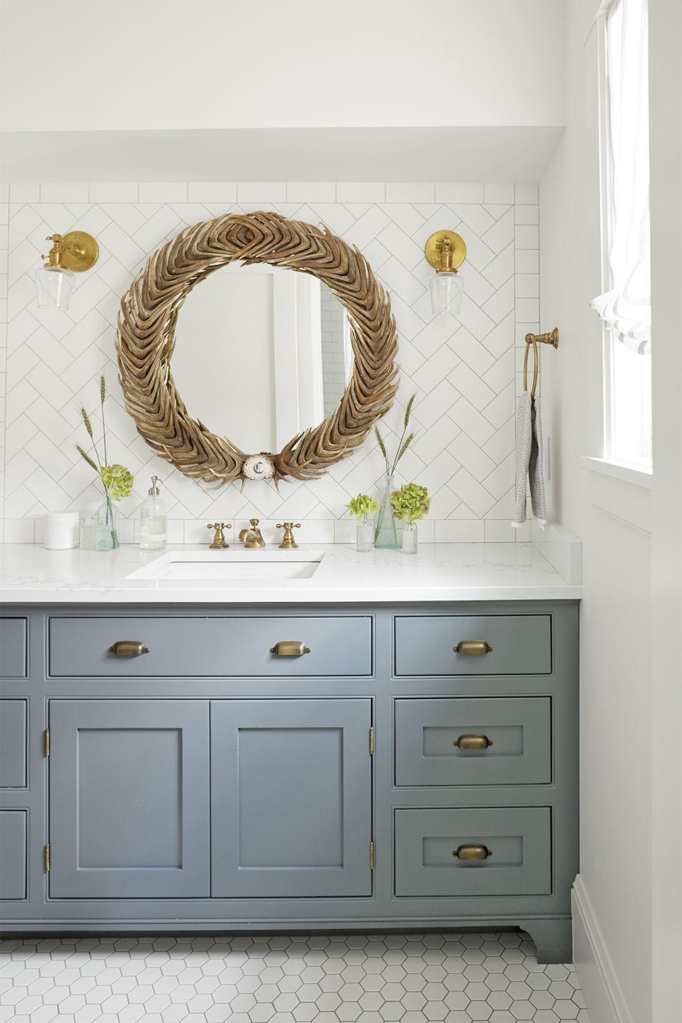 salle de bain feminine et elegante meuble vasque gris