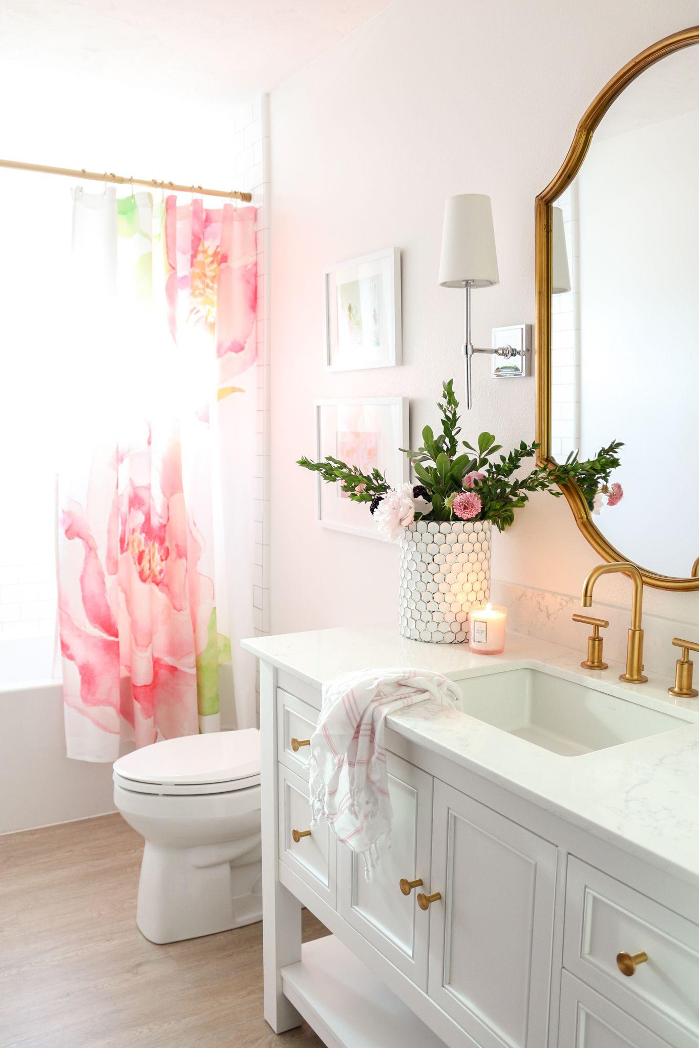 salle de bain feminine et elegante rose pale