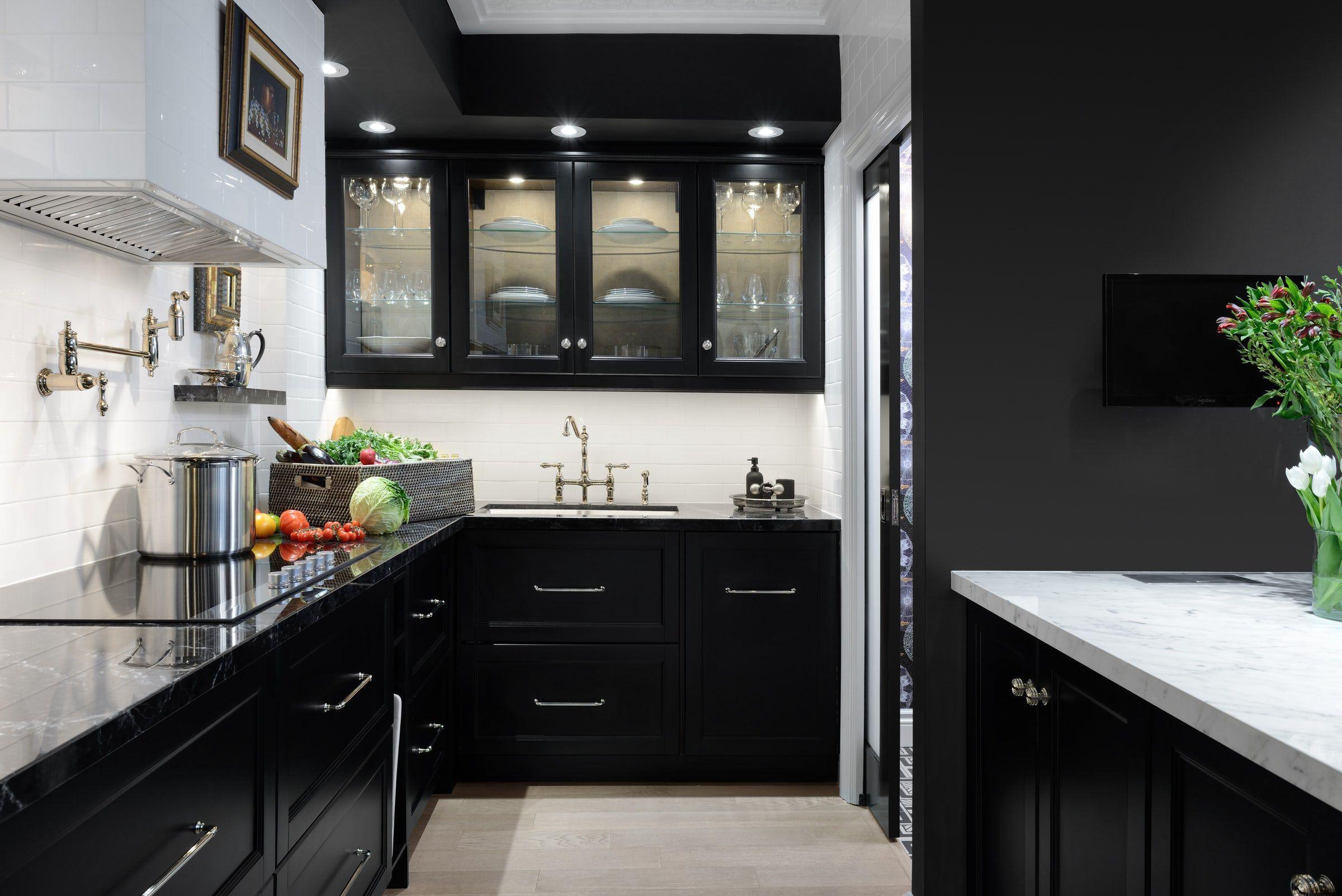 couleur foncee cuisine meuble noir