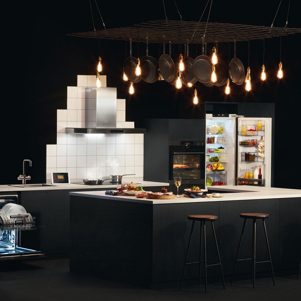 couleur foncee cuisine noir eclairage deco