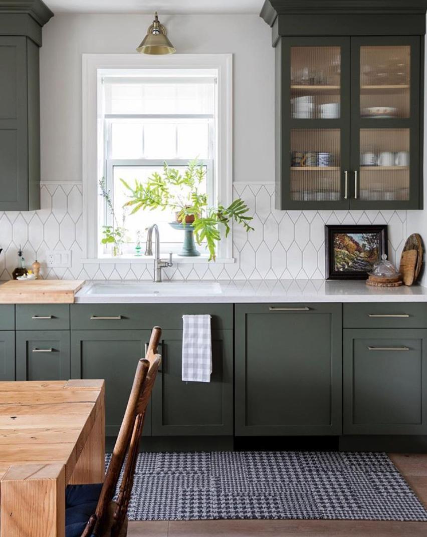 couleur foncee cuisine vert charme