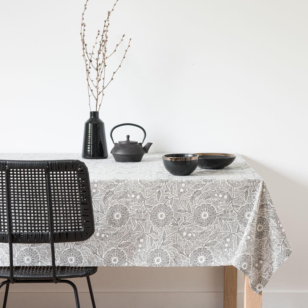 idee deco table quotidien noir et blanc