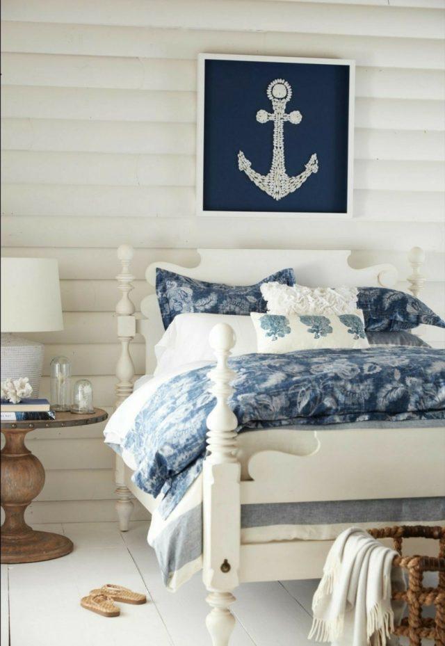 chambre deco bord de mer blanc et détails bleus