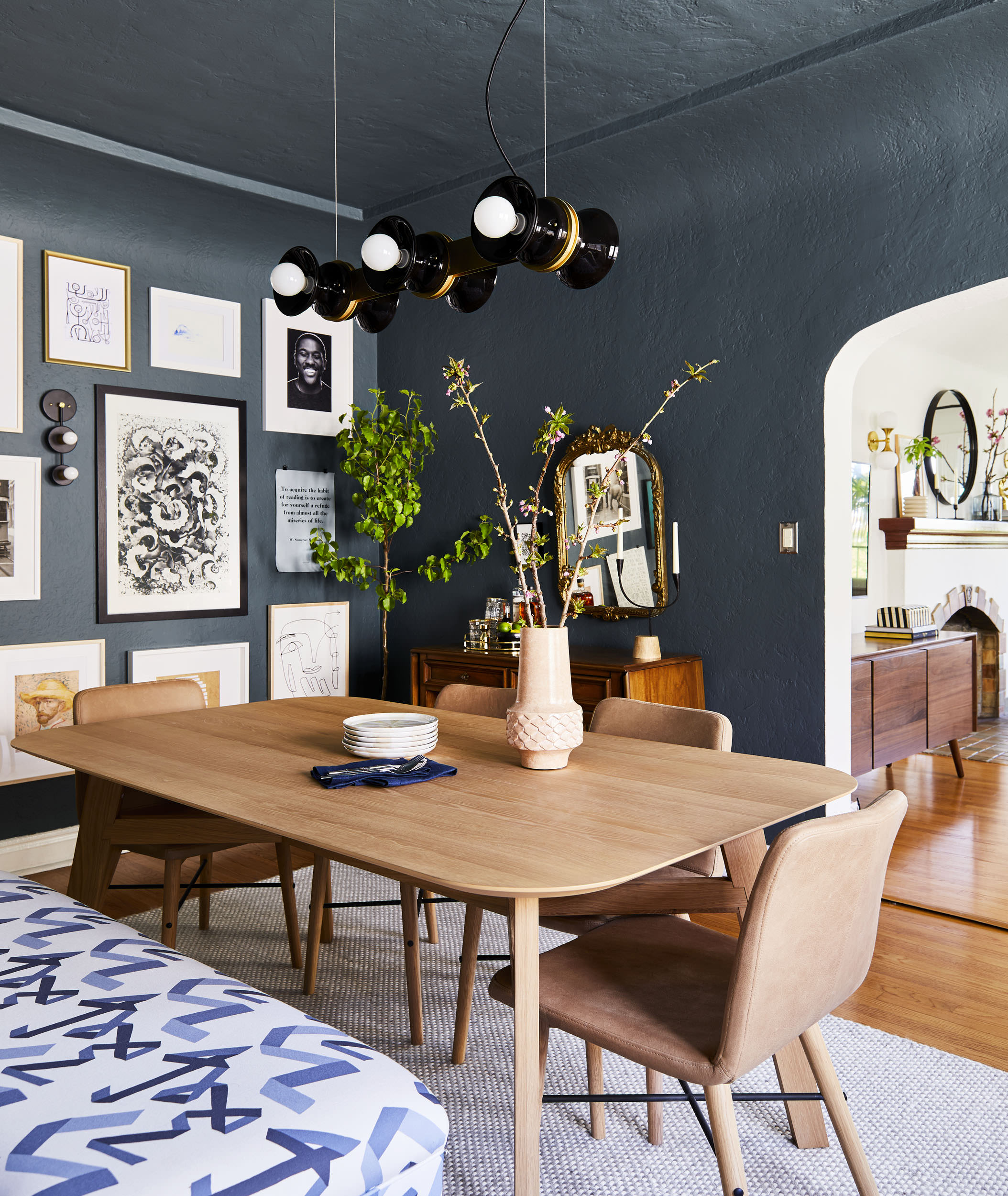 couleur sombre salle a manger table bois