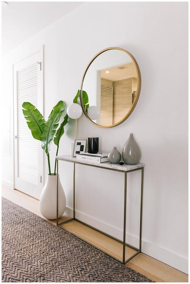 deco entree elegante feminine minimaliste épuré simple miroir rond console fine gain de place