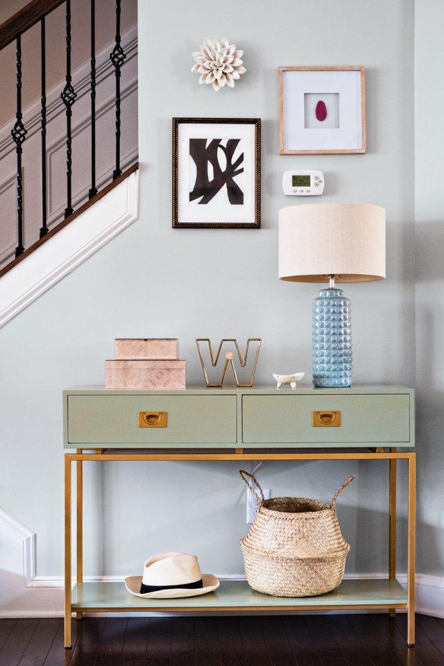deco entree elegante feminine simple et coloree console couleur moderne