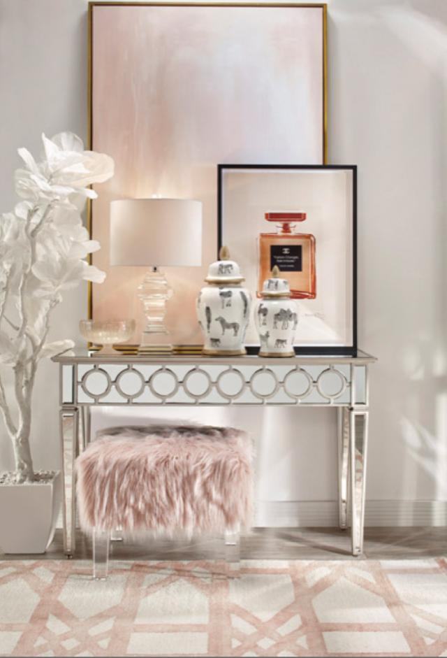 deco entree feminine elegante rose blanc argent pouf en fourrure rose