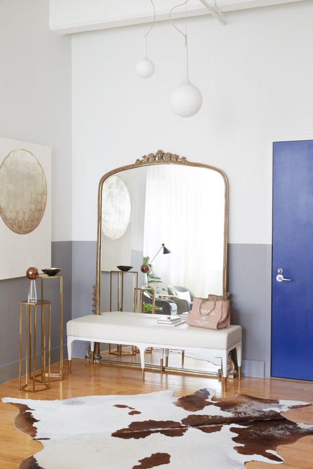 deco entree feminine elegante tres grand miroir ancien vintage avec banc