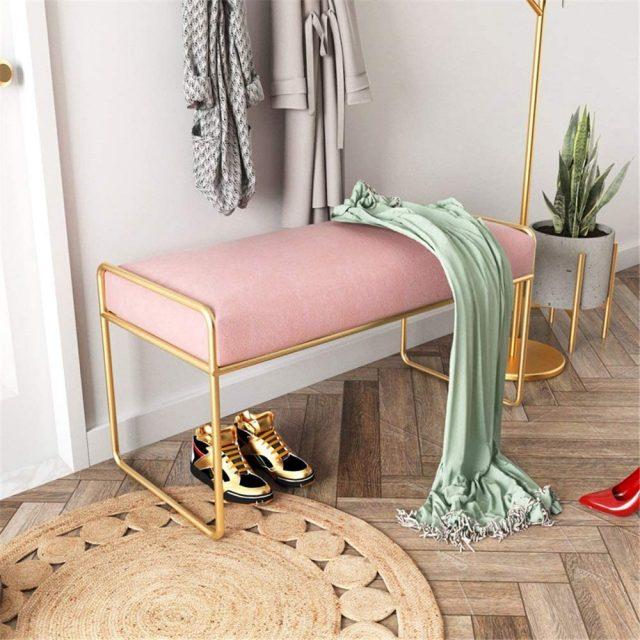 entree deco feminine banc rose et or tapis rond en jute moderne