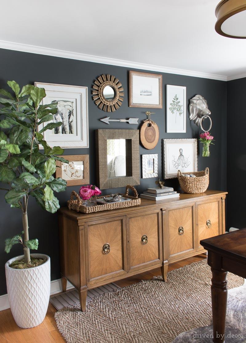 salle a manger couleur foncee decoration murale chaleureuse bois