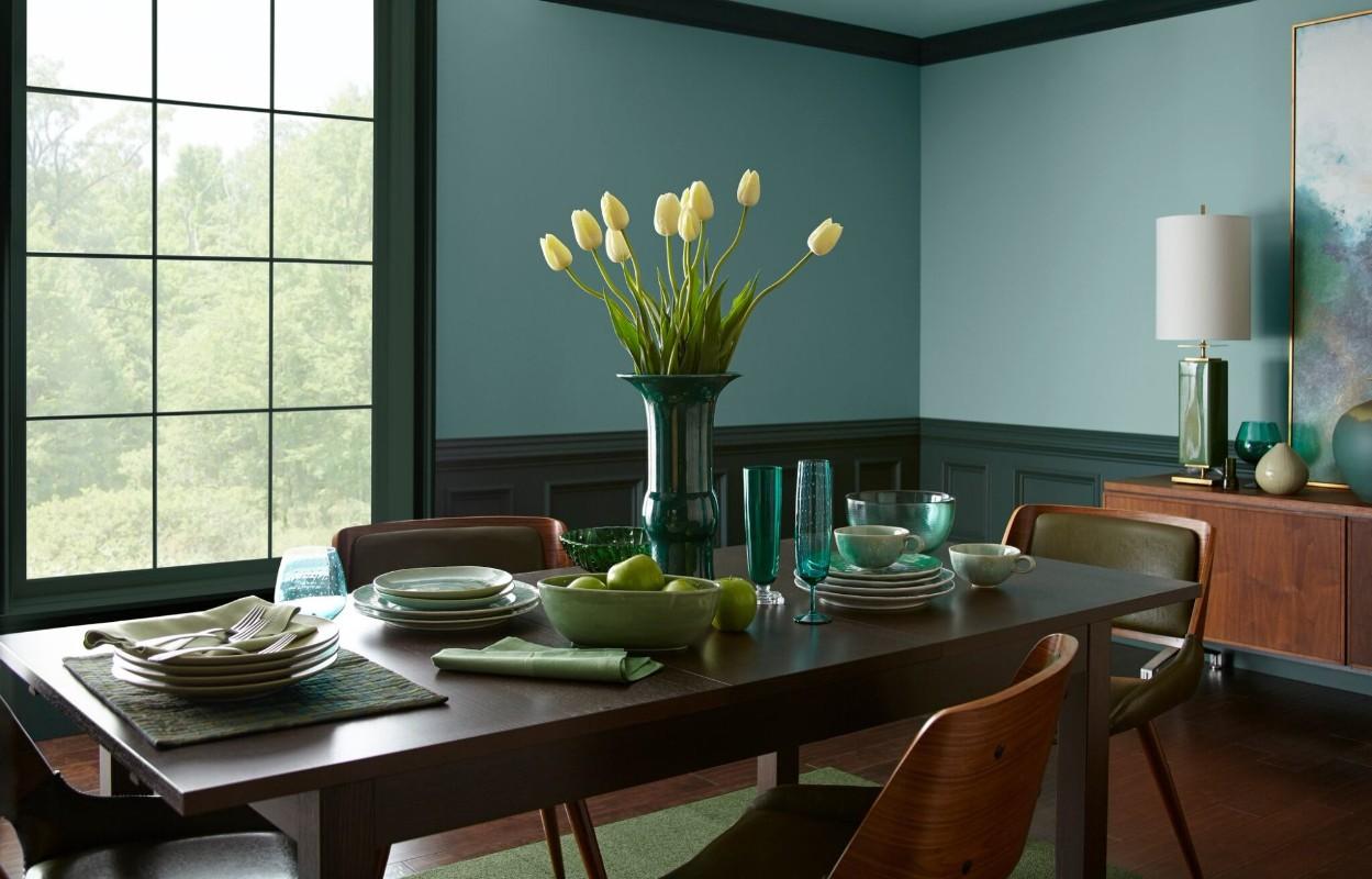 salle a manger couleur foncee soubassement vert